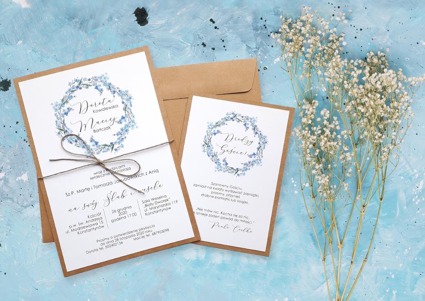 Rustykalne zaproszenia ślubne ze sznurkiem NE-05 - Wianek niezapominajki